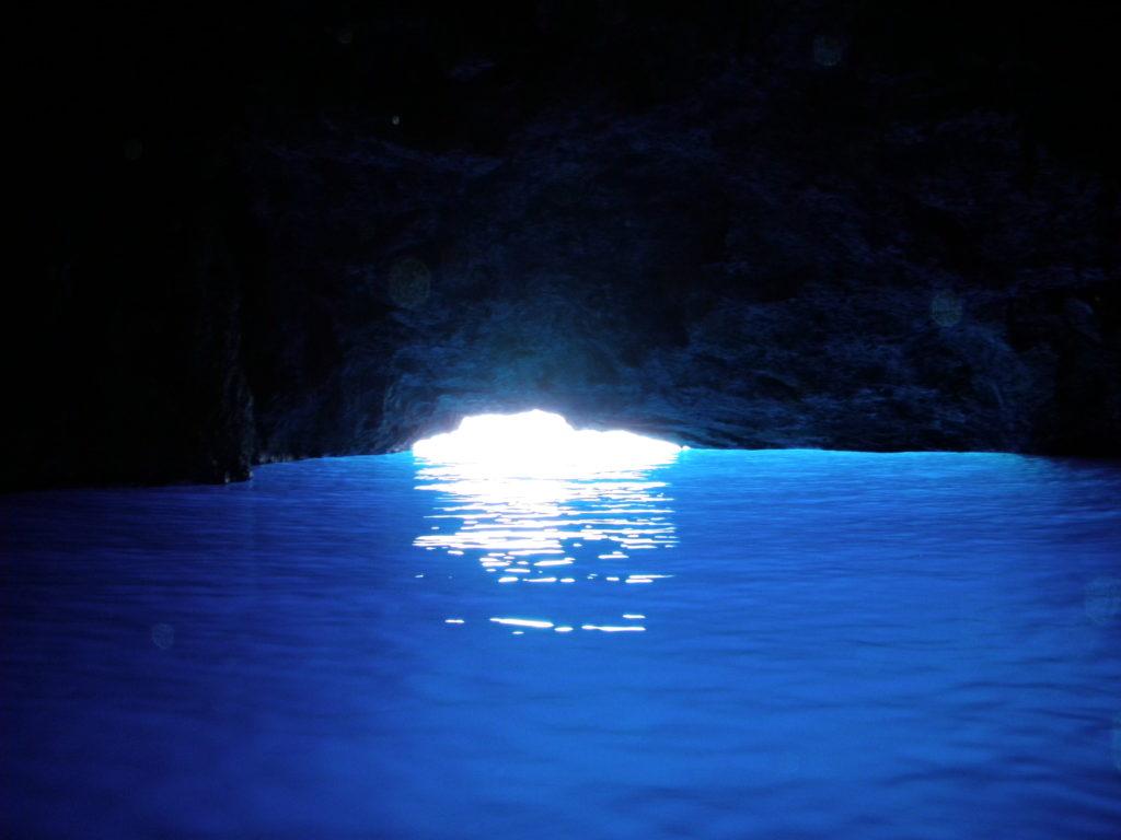 メイス島 青の洞窟