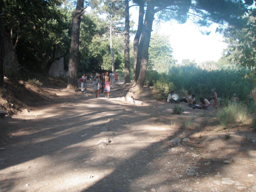 オリンポス遺跡への道