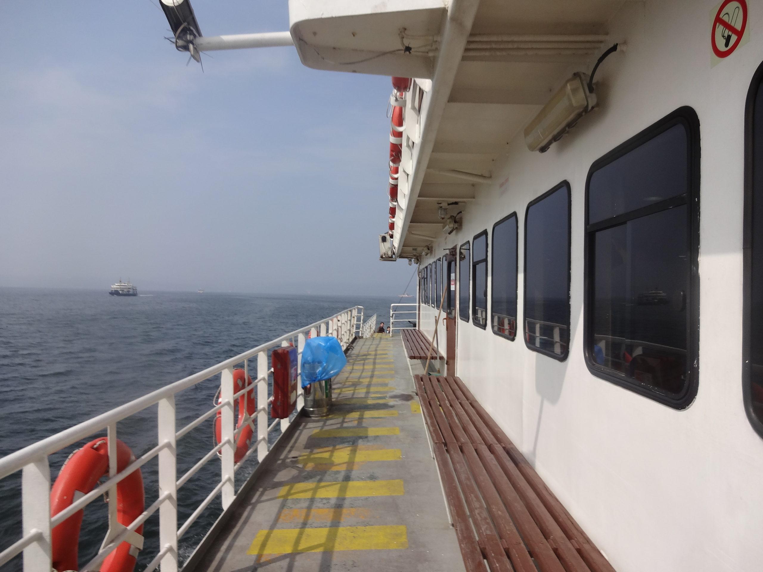Yalova港に向かうフェリー