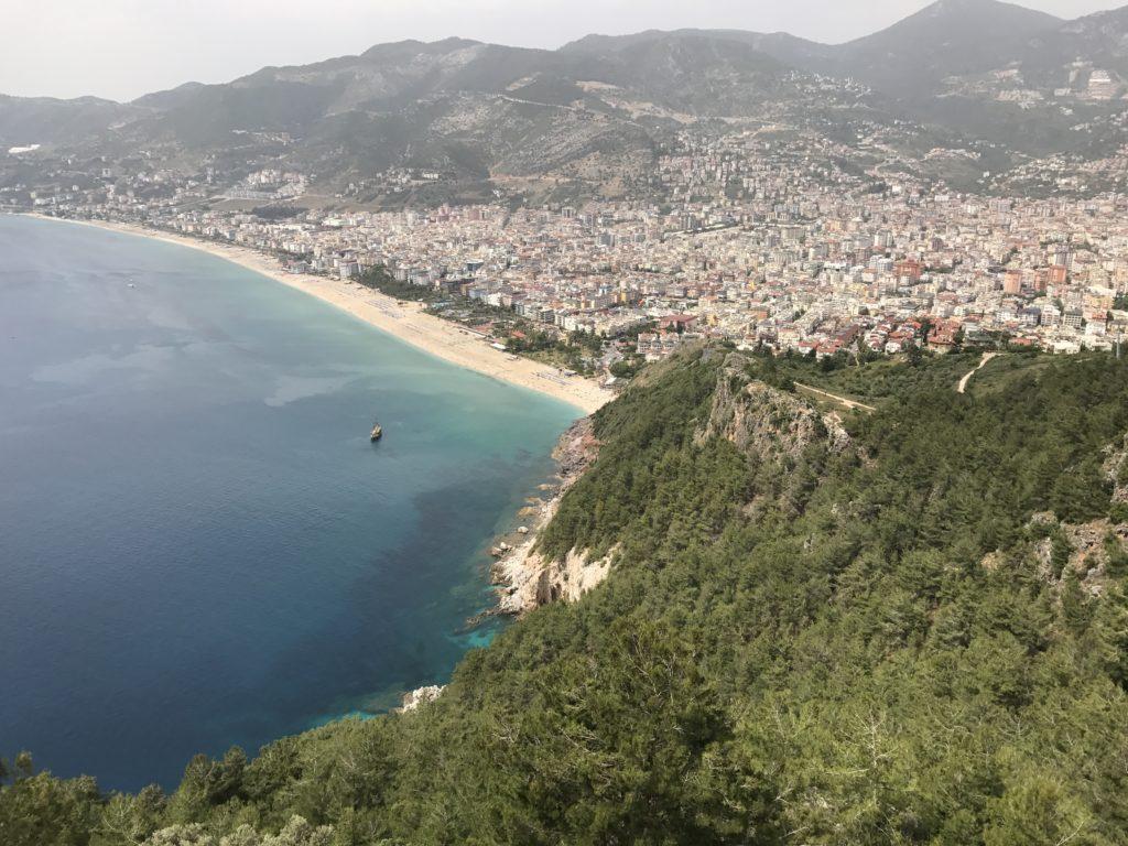 アランヤのビーチを眺める