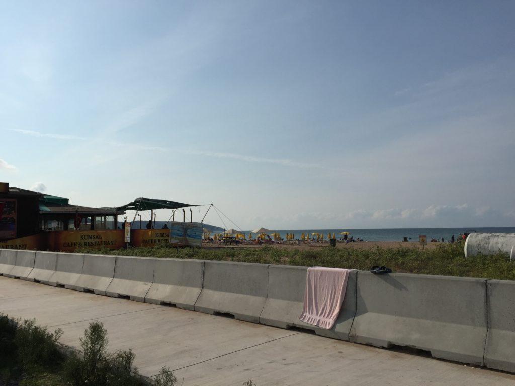 道路から見たAğvaの海